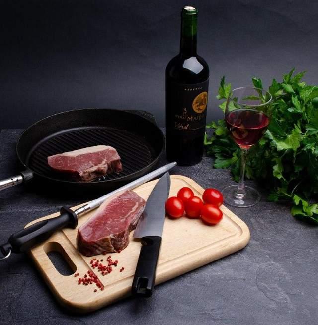 Вино доповнить страви з м'яса