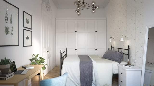 В спальне живые растения перекликаются с постерами на стенах