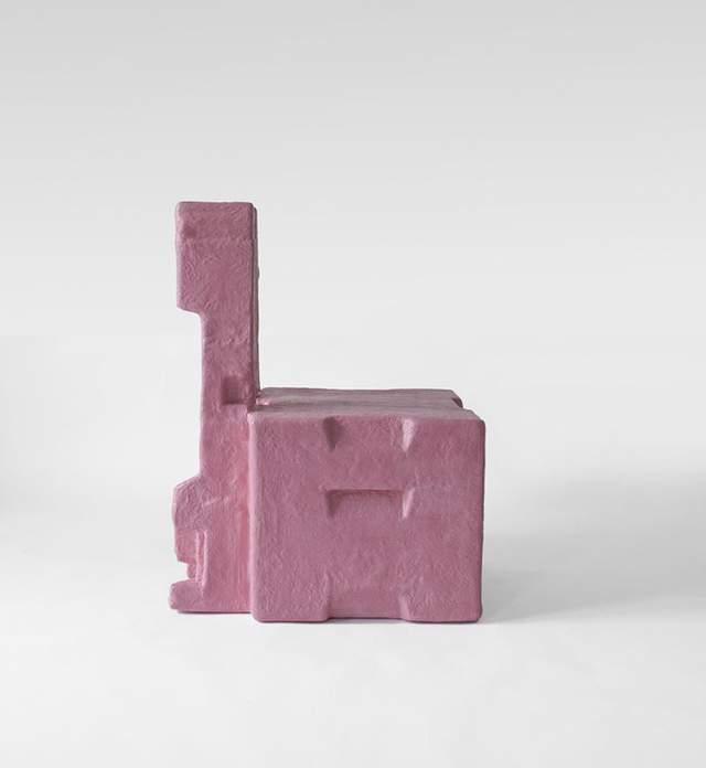 Стулья напоминают кубики
