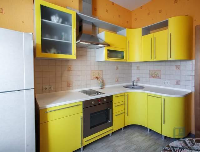 Матовая кухня может быть яркой