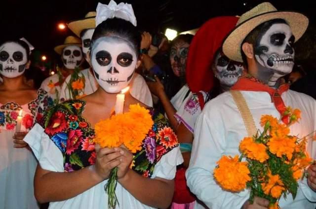 Вечір на кладовищі - кульмінація святкування Дня Мертвих
