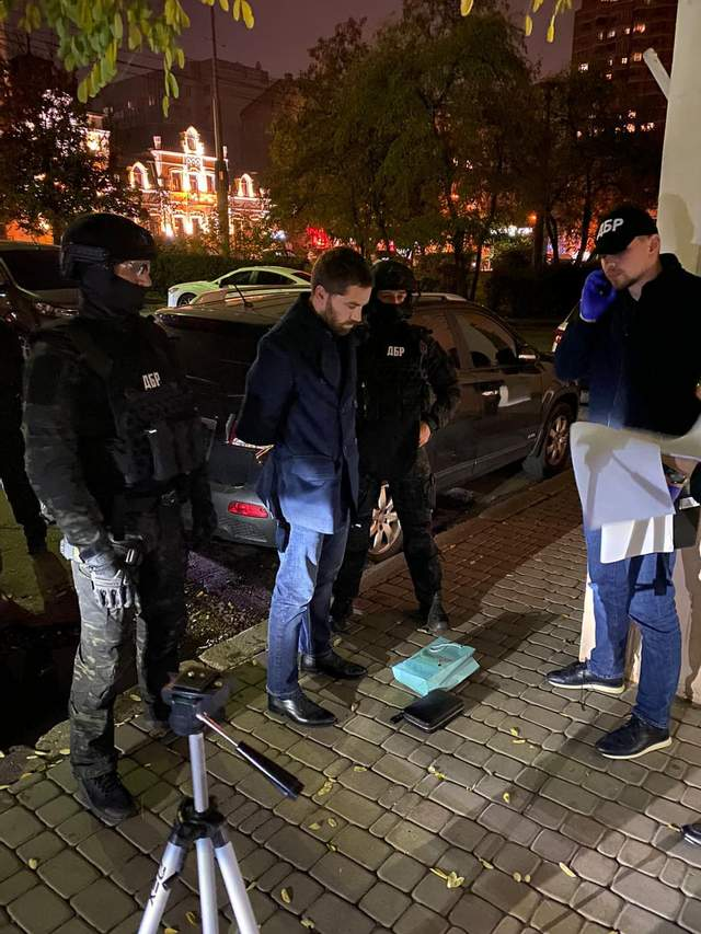 Главного борца с экономическими нарушениями ГФС Неговелова поймали на взятке в 200 тысяч долларов