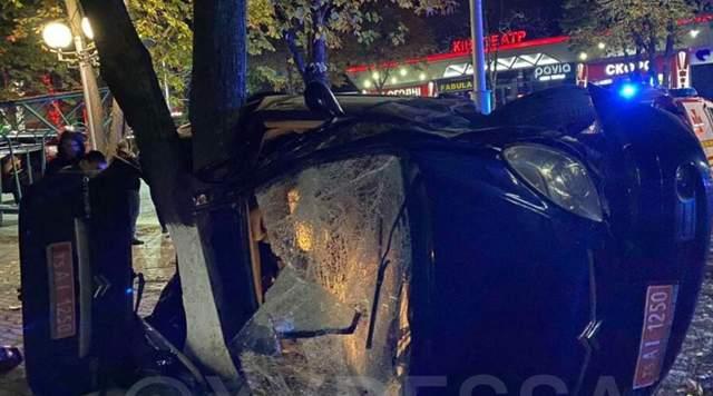Автівка розтрощена, двоє загиблих та двоє постраждалих