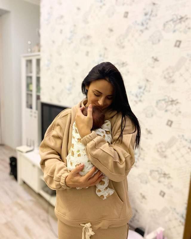 Ілона Гвоздьова з новонародженим сином