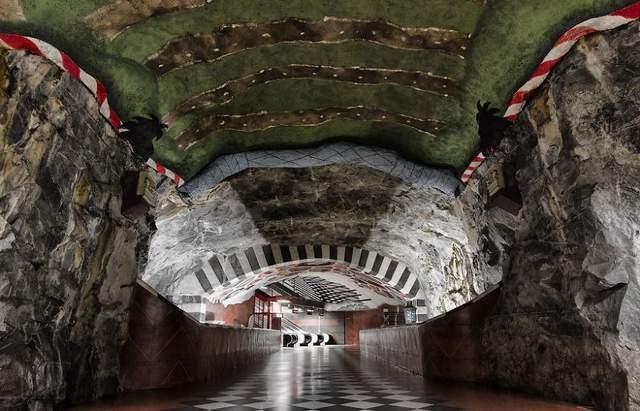 Интерьер этой станции похож на пещеру