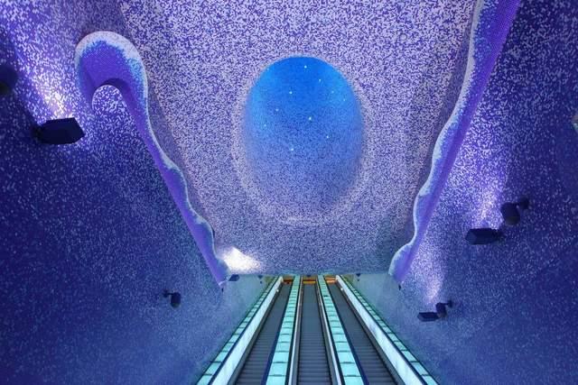Станция интересно выглядит при любом освещении