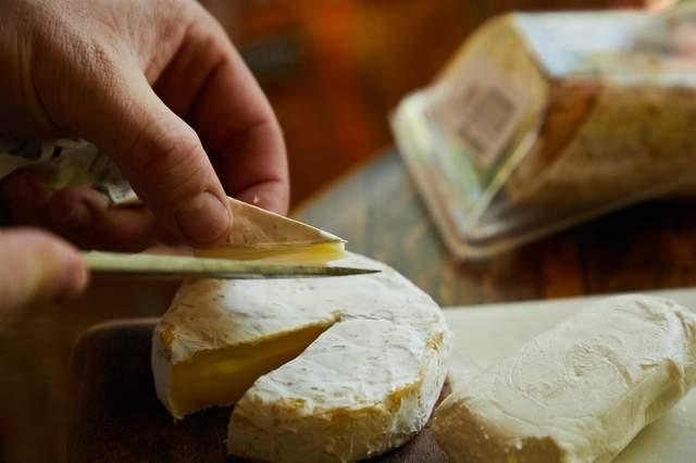 Вина з вищою кислотністю підкреслюють ніжний смак м'яких сирів