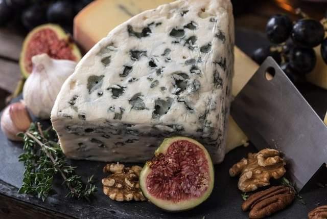 Солодкі вина вимагають сирів з яскравим смаком