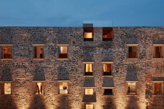 Вікна розташовані на різній висоті / Фото Archdaily