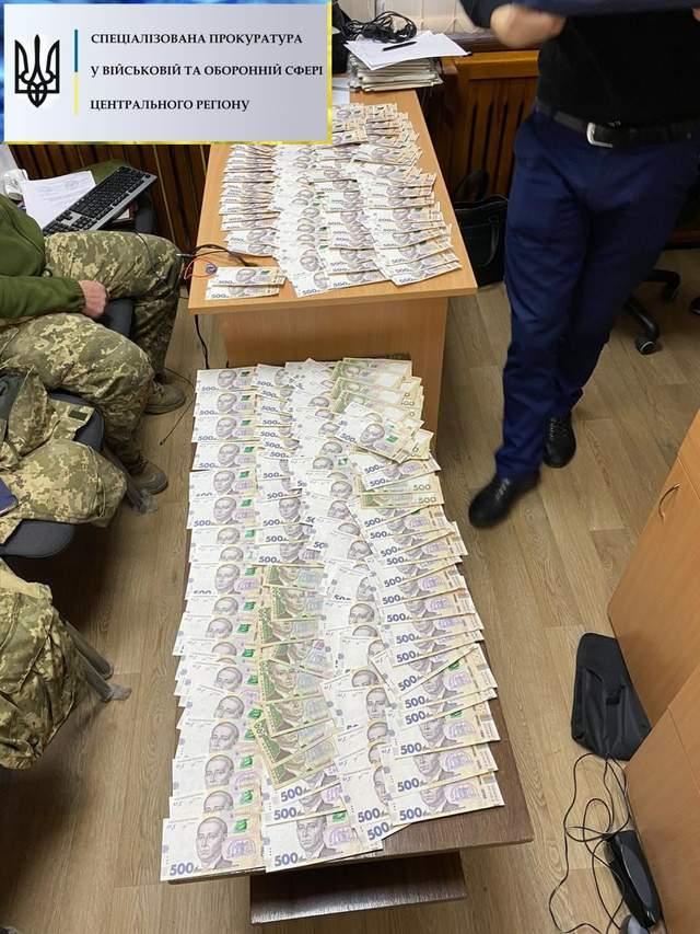 ДБР затримала полковника ЗСУ на хабарі у 400 тисяч гривень