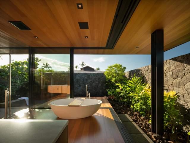 Розкішна ванна з панорамним краєвидом