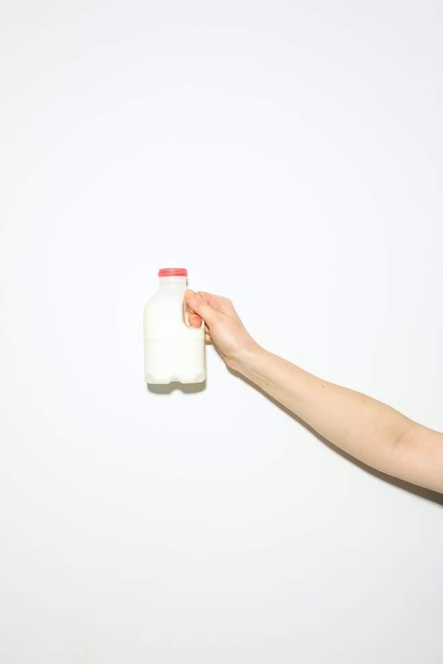 Чи корисно пити тепле молоко перед сном