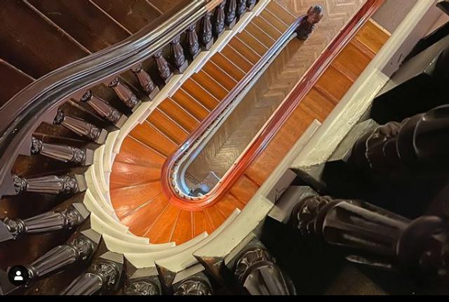 Вінтажні сходи в будинку