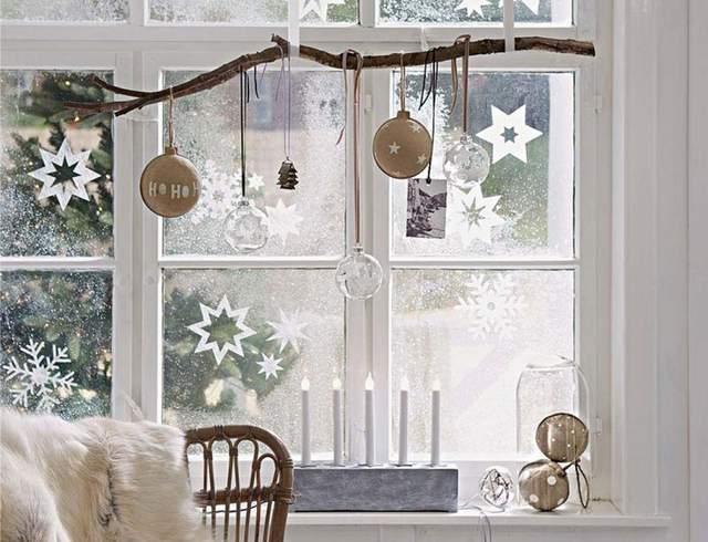 Вікна взимку можна прикрасити на будь-який смак