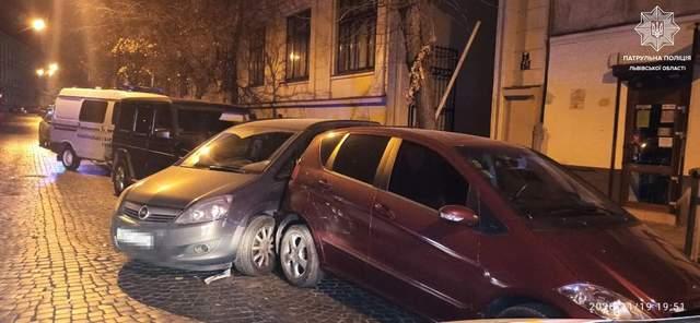 П'яний львівський підприємець на позашляховику розбив 3 автівки: фото