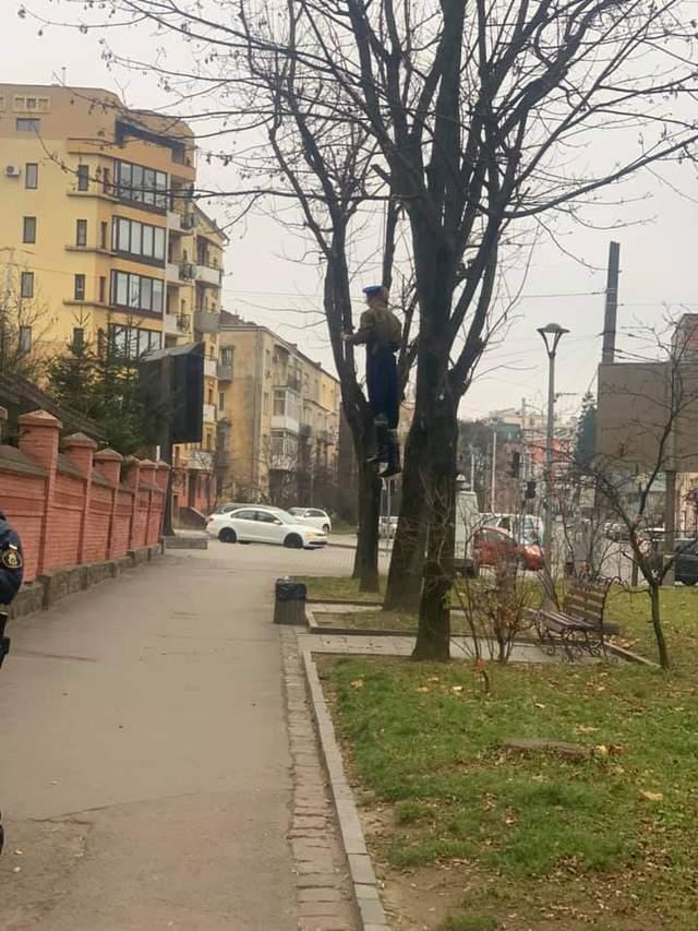 Повісили москаля: у Львові відбулась акція перед Російським консульством – фото