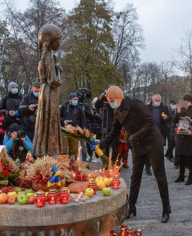 керівництво ради вшанувало жертв голодомору