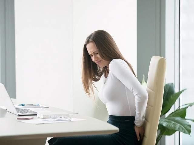 При постійній сутулості м'язи грудної клітки скорочуються