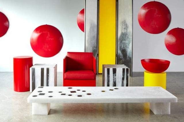 Контрастные мебель дополняют друг друга