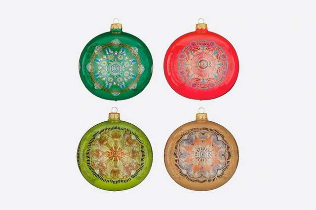 Игрушки представлены в  4 разных цветах
