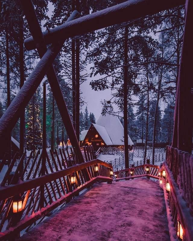 Будиночок фінського санти у горах / Фото christmashousesanta.fi
