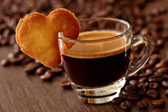 Солодощі до кави теж додають калорій вашому раціону