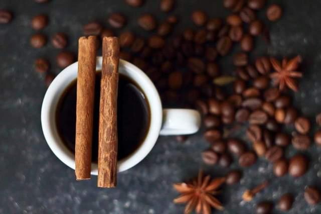 Можна вживати каву зі спеціями – це смачно і некалорійно