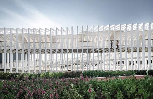 Піднесена платформа з'єднює торговий центр та природній ландшафт  / Фото World Architecture
