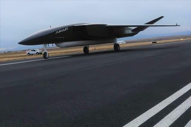 Американський стартап представив автономний літак для доставки невеликих супутників