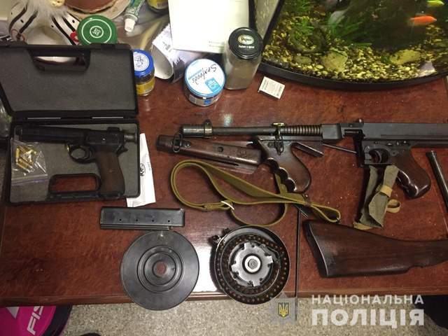 Виготовляли і продавали зброю в Україні: поліція викрила міжнародну банду – фото