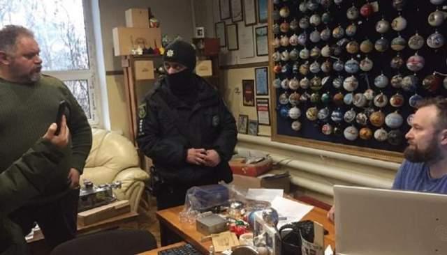 Правоохоронці на фабриці