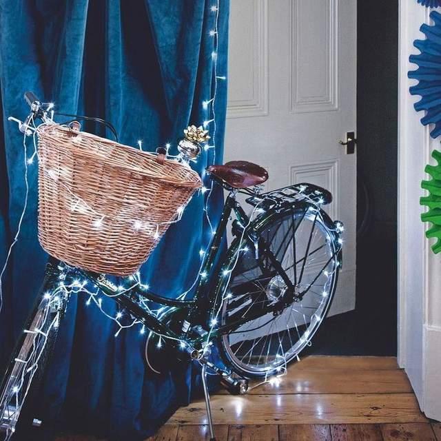 Велосипед с гирляндой