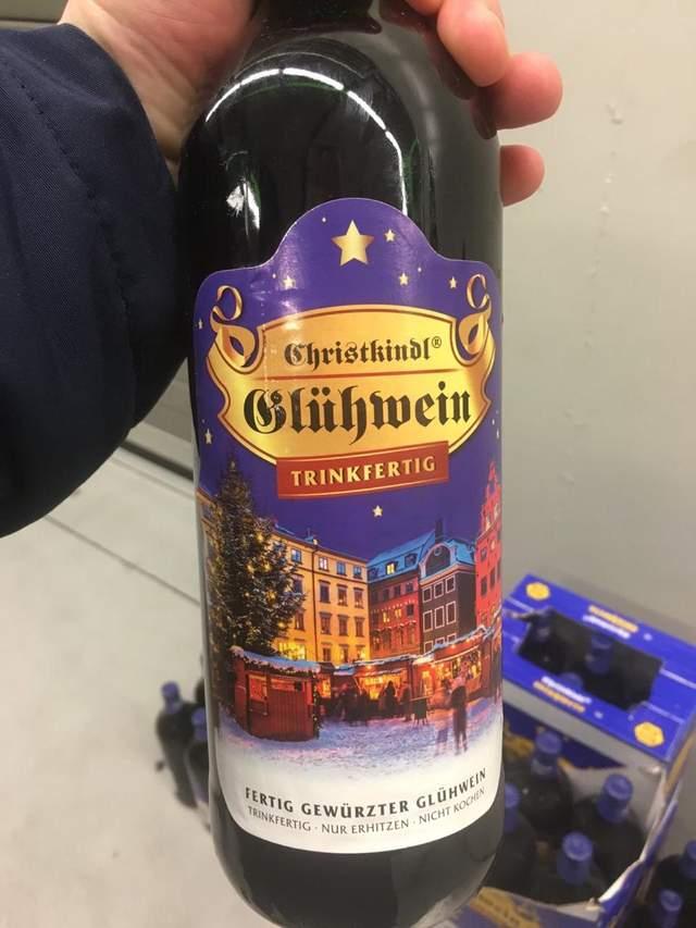 Готувався до свят: львівські митники вилучили 200 літрів контрабандного вина – фото