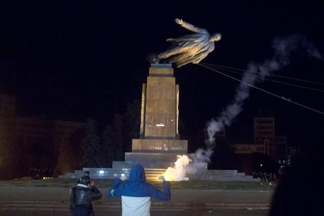 Повалення пам'ятника Леніну в Полтаві