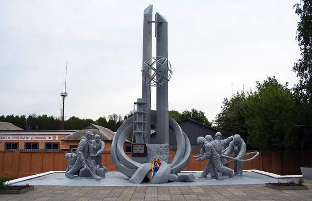 Пам'ятник ліквідаторам аварії на ЧАЕС у Чорнобилі