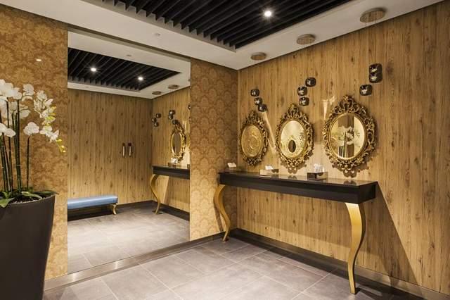 Туалет в стилі бароко вражає відвідувачів