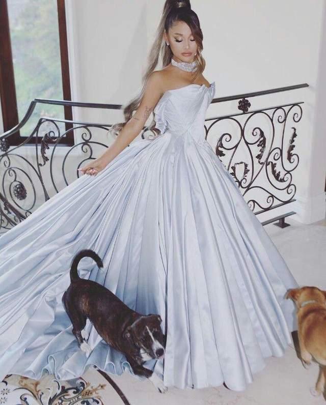Аріана Гранде у сукні в стилі Попелюшки