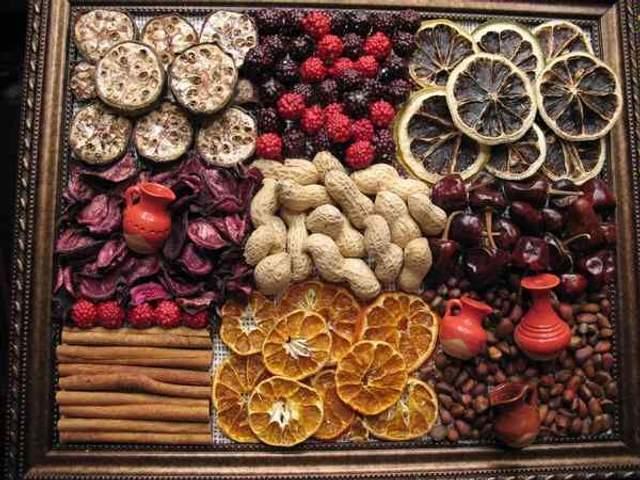 Панно из специй и сухих фруктов