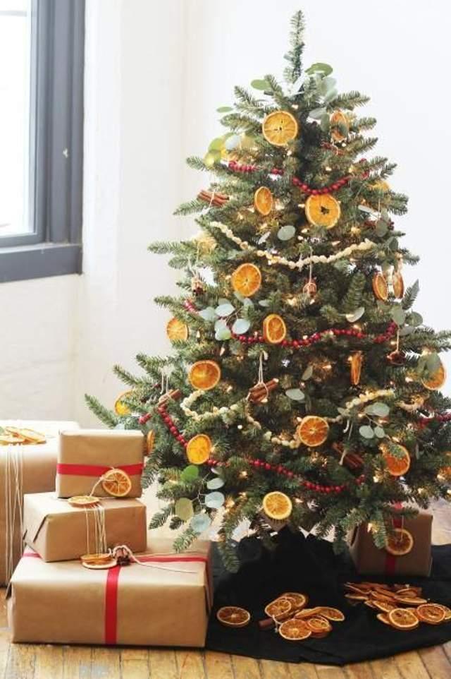 Сухофрукты на елке