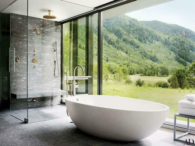 Ванная комната со стеклянной стеной