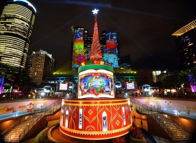 Різдвяні ялинки з усього світу