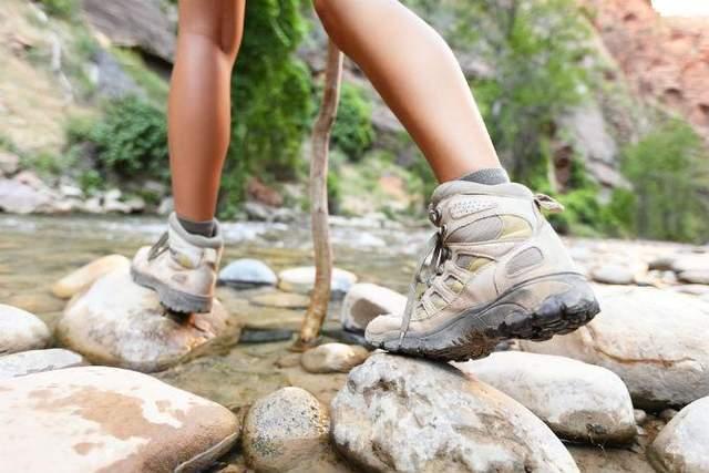 Трекінгове взуття з мембраною
