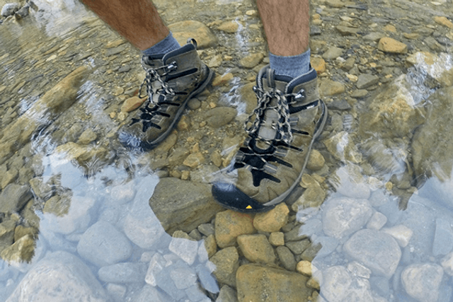 Ботинки с мембраной не пропускают воду