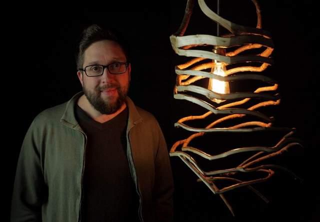 Гевін Мунро та його лампа з дерев