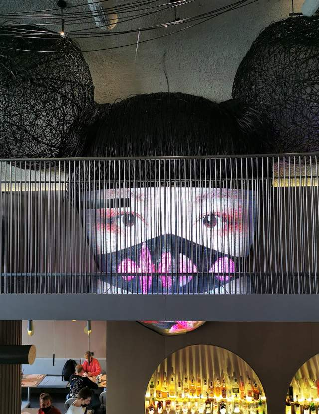 Именно эта маска привлекла внимание редакции журнала