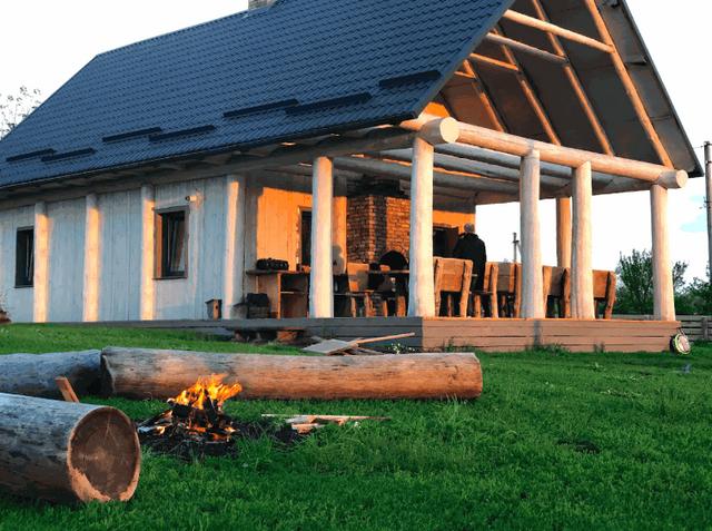 Дерев'яний дім під Києвом