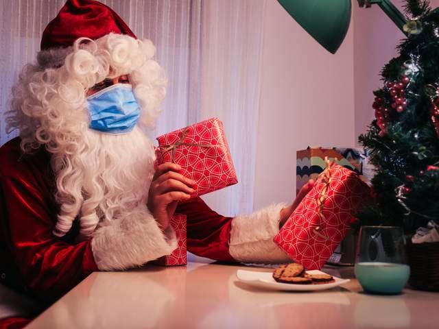 Головний інфекціоніст США вакцинував Санта Клаусу проти COVID-19
