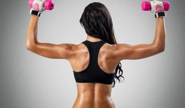 Вправи з гантелями допоможуть добре пропрацювати м'язи