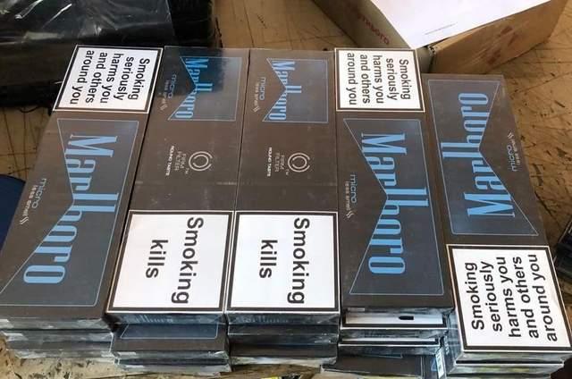 Замаскували блоки сигарет під цукерки: службовий пес знайшов контрабанду – фото
