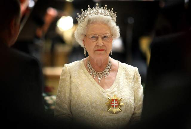 Королева не відповідає на політику, особисті прохання та незручні питання / Фото Getty Images